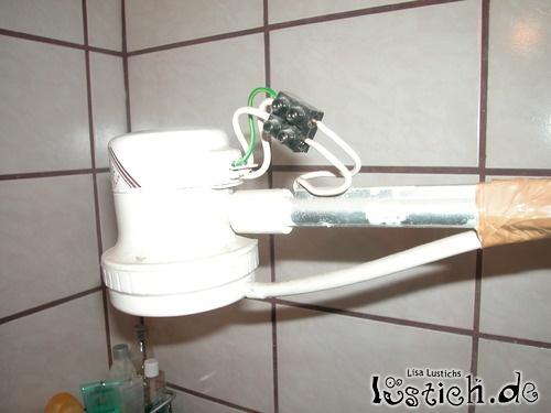 duschen nur auf eigene gefahr bild. Black Bedroom Furniture Sets. Home Design Ideas