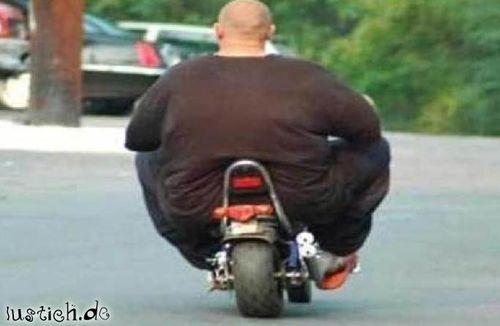 Motorrad fetter mann auf China Twin