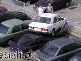 Gestapelte Autos