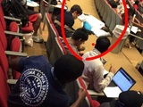 Ein Nickerchen während der Vorlesung