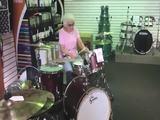 Großmutter ist ne Drummerin