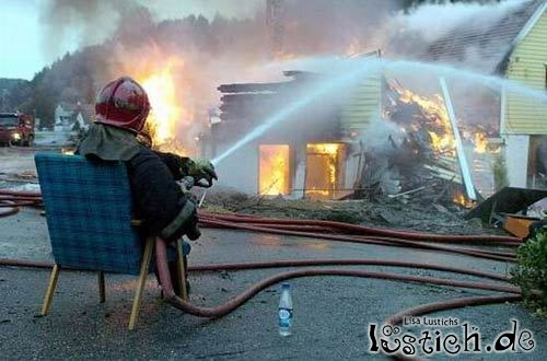 Ein ganz entspannter Feuerwehrmann Bild - lustich.de