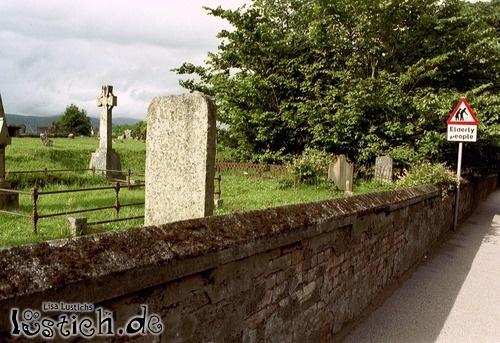 Warnung am Friedhof