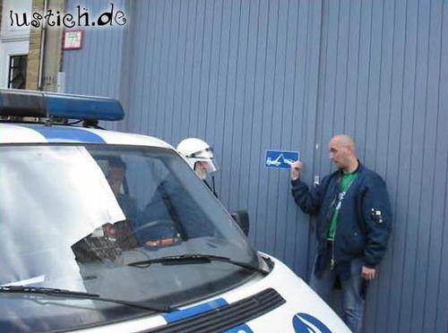 Polizei im Parkverbot