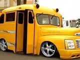 Gepimpter Schulbus